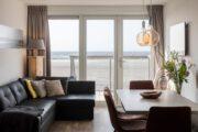 Vanuit de woonkamer van de strandvilla's op het strand van Hoek van Holland heb je uitzicht op de zee