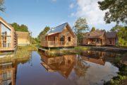 huisjes en water bij Landal Reeuwijkse plassen