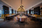 Warm en sfeervol ingericht restaurant op het park van Hof van Saksen