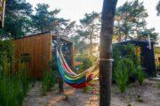 Hangmat in de tuin bij het tiny house op de Veluwe