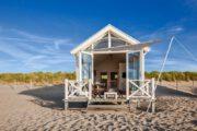 Haags Strandhuisje voor de duinen