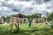 Speeltuin bij de houten lodges