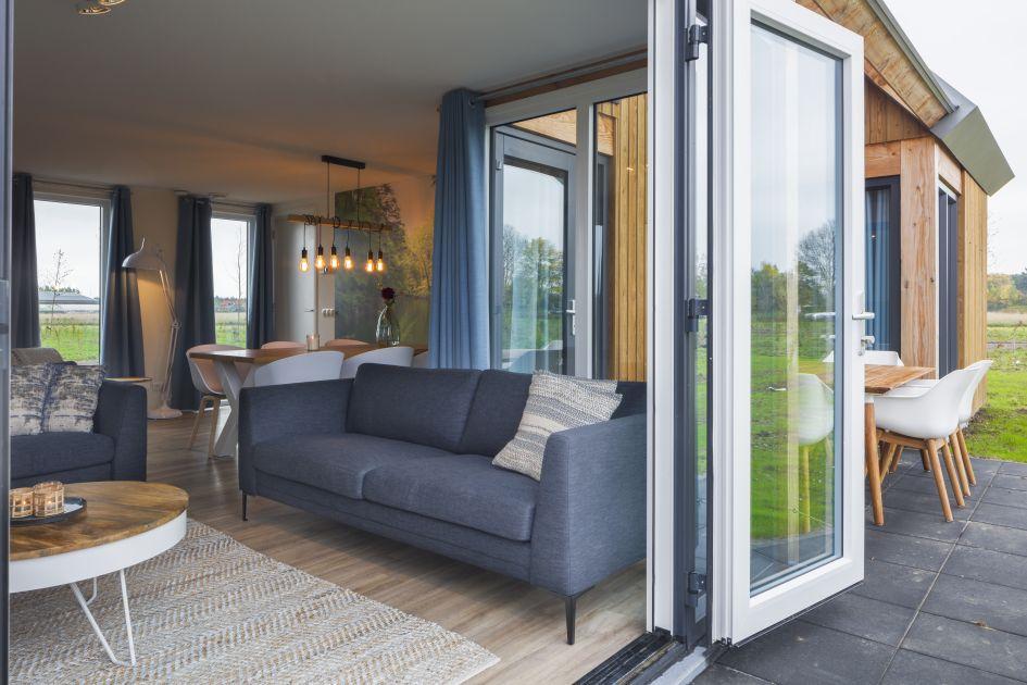 Openslaande deuren van een vakantiehuis in Zeeland