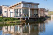 Terras met mensen bij een water villa in Zeeland