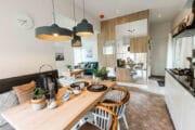 Eettafel en zicht op de woonkamer