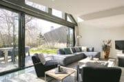 Luxe en ruime woonkamer in een vakantiehuis op Texel