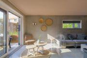 Lichte woonkamer van het vakantiehuis in Vlissingen