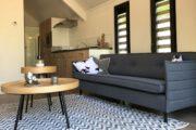Gezellige zithoek in het beach house, ideaal voor een weekendje weg