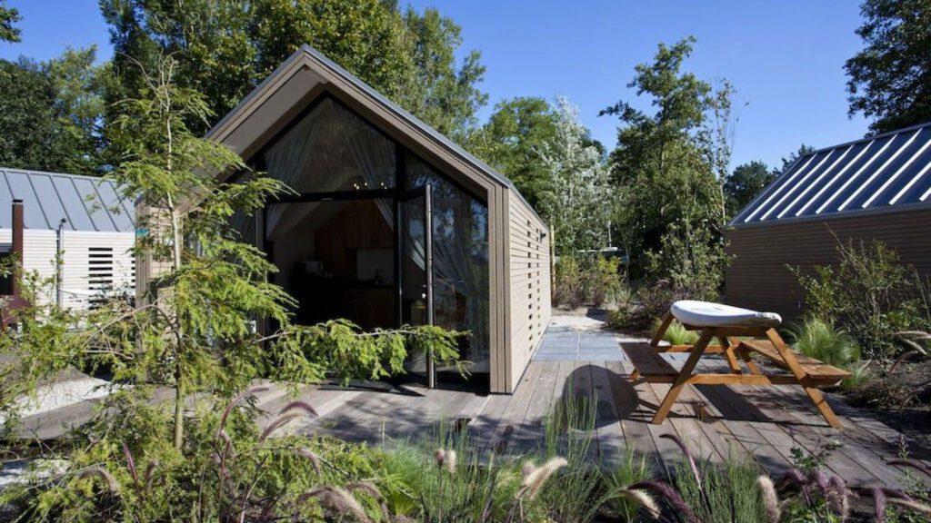 Modern tiny house aan het Veluwemeer