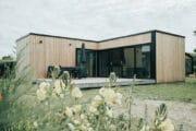 Luxe houten en modern vakantiehuis op een vakantiepark in Ouddorp