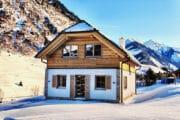Bijzonder huisje in de sneeuw in Oostenrijk
