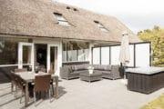 Het Dutchen vakantiehuis op Ameland heeft een sfeervol terras
