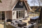 Het Dutchen vakantiehuis op Ameland heeft een sfeervol terras met buitenkachel