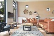 Warme sfeervolle woonkamer in huisje van Landal