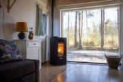 Boshuisje in Rheezerveen met pelletkachel en uitzicht op het bos