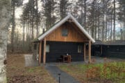 Boshuisje Rheezerveen is een vakantiehuisje in het bos voor 2 tot 3 personen