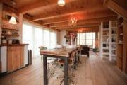 Eettafel voor 4 personen in de cottage in Bergen