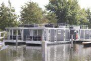Slapen op het water in een havenloldge van Marina Parcs