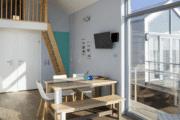 Verblijf met luxe interieur bij strandhuisjes in Julianadorp