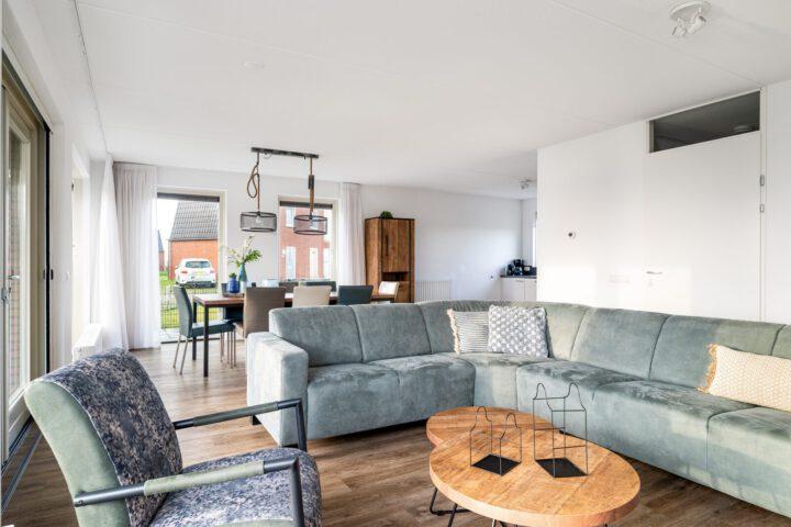 Ruime woonkamer van Vakantiehuis Sneekermeer