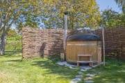 De vakantievilla op Texel heeft een hot tub in de tuin