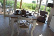 Eettafel in het vakantiehuisje in de Achterhoek