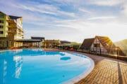 Zwembad bij Dormio Resort Eifeler Tor in Heimbach, Duitsland